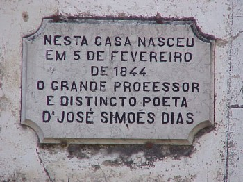 Placa identificativa da casa do poeta